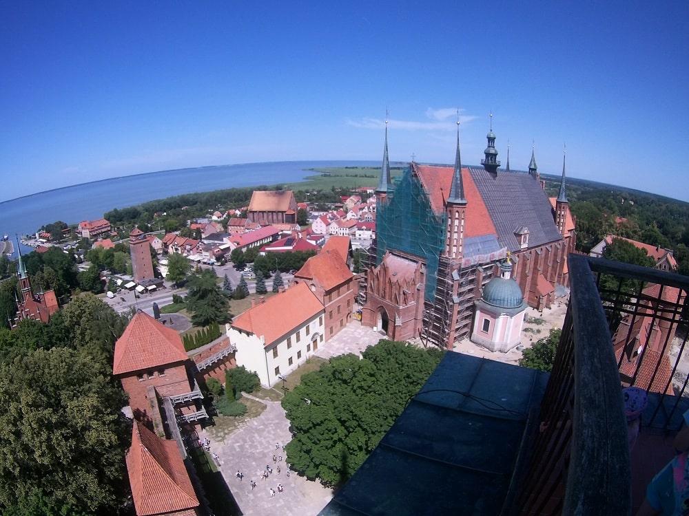 Panorama Fromborka, na pierwszym planie katedra. Widok z Wierzy Radziejowskiego.